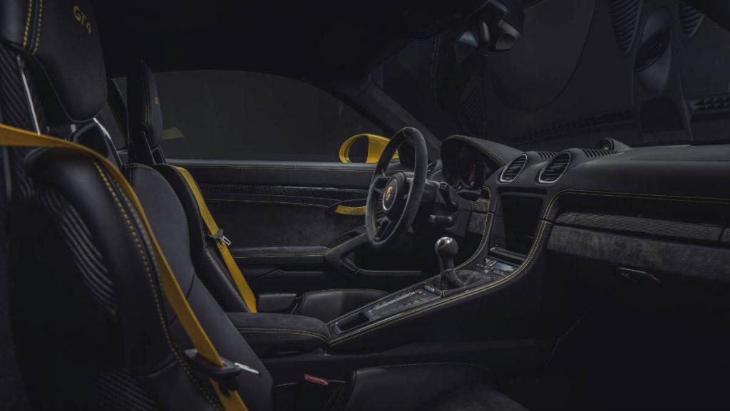 SPORTS CAR PORSCHE CAYMAN GT4