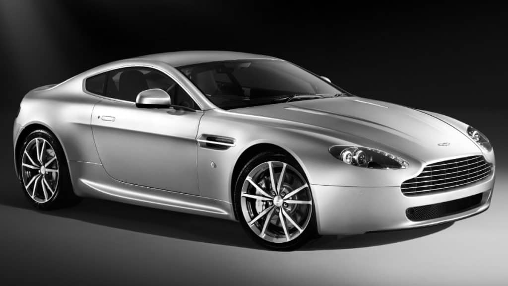 LUXURY SPORTS CAR ASTON MARTIN VANTAGE