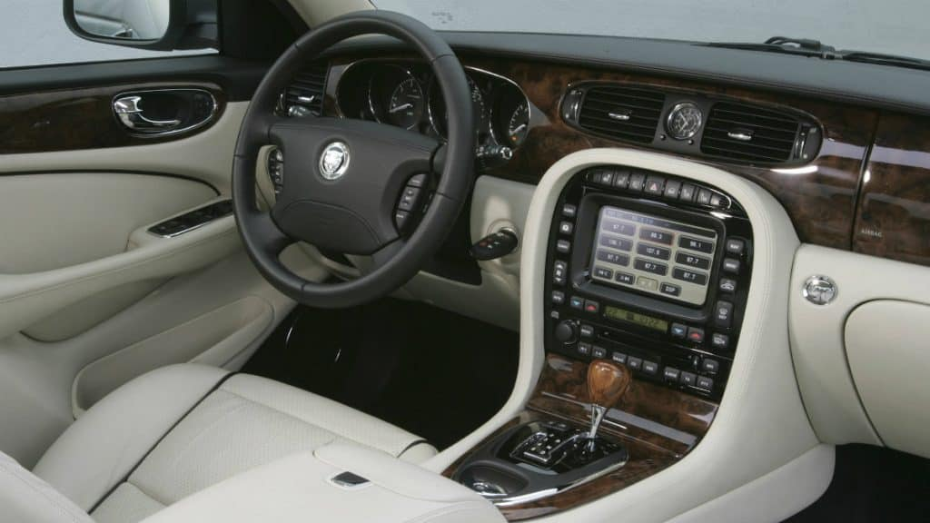 LUXURY SEDAN JAGUAR XJ (X350)